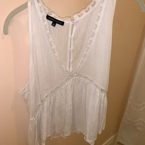 Kendall and Kylie flowy V neck tank blouse